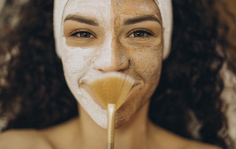 Tudo o que Você Precisa Saber Sobre Esfoliação Facial e Corporal